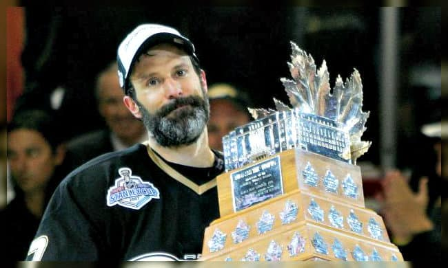 scott niedermayer playoff beard in hockey